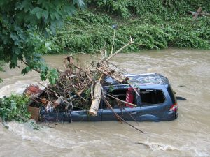 Die Sturzflut an der Starzel im Jahr 2008 richtete verheerende Schäden an.